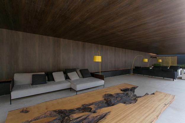 Gui Mattos revestiu seu ambiente – até o teto – com o MaDeFibra BP Santorini, também da linha Design